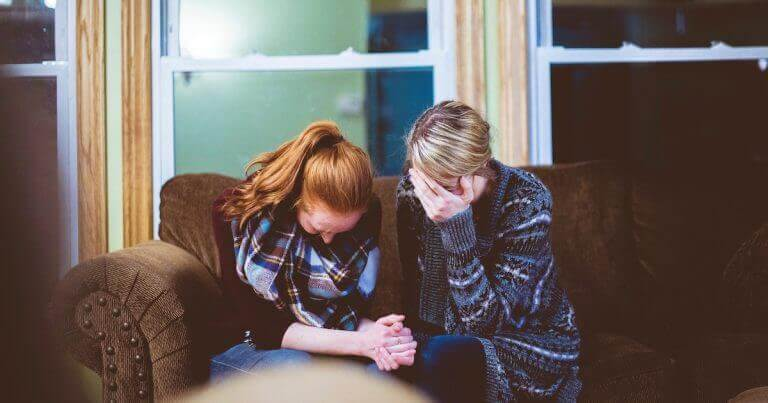 Two People 7 Ways to Be There For A Friend Who Is Grieving